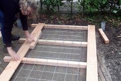 We maken een containerombouw voor 3 containers. Deze wordt straks bekleed met klimplanten.