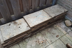 Deel stenen wordt een stapel-zitmuurtje.